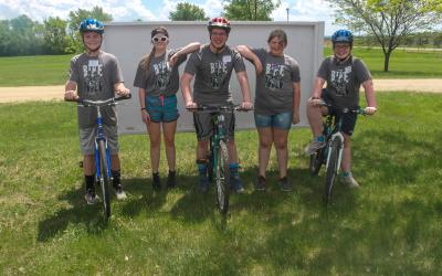 Group of Grant County 4-H-ers with bikes.