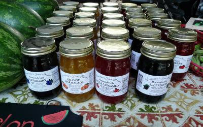 variety of home-canned jams for salw at a farmer's market
